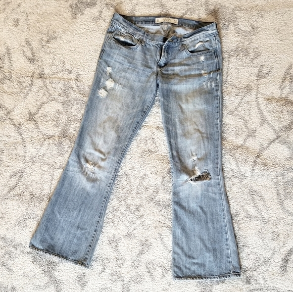 ABERCROMBIE & FITCH GREAT COND RIPPED BOOT JEANS